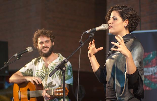 Laura Lopes, una propuesta original y distinta en la música popular brasileña. © Xavier Pintanel