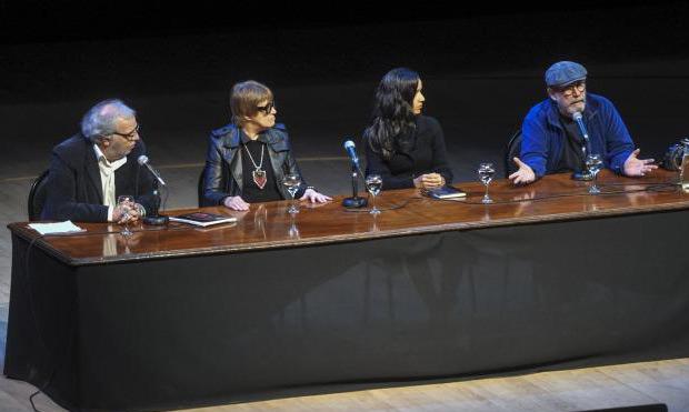 Eduardo Aliverti, Teresa Parodi, Mónica Rivero y Silvio Rodríguez. © Télam