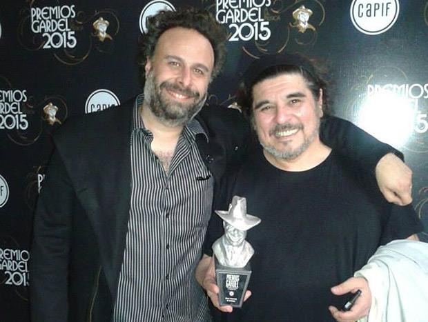 Fer Isella, productor de «Ángel» el disco de Mercedes Sosa premiado como «Mejor Colección de Catálogo», con Fabián Matus, hijo de «La Negra».