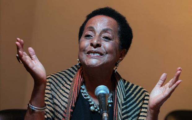 Susana Baca, la gran dama de la música afroperuana, habla durante una rueda de prensa hoy, martes 9 de junio de 2015, en La Habana (Cuba). © EFE