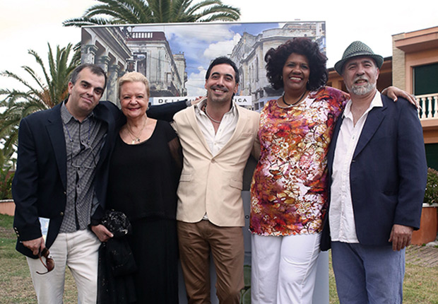 De izquierda a derecha: Yanni Munujos, uno de los directores del festival; Elsa Rivero; Yuro Leyva; Telva Rojas y Pere Pons, el otro director del festival. © Juan Miguel Morales