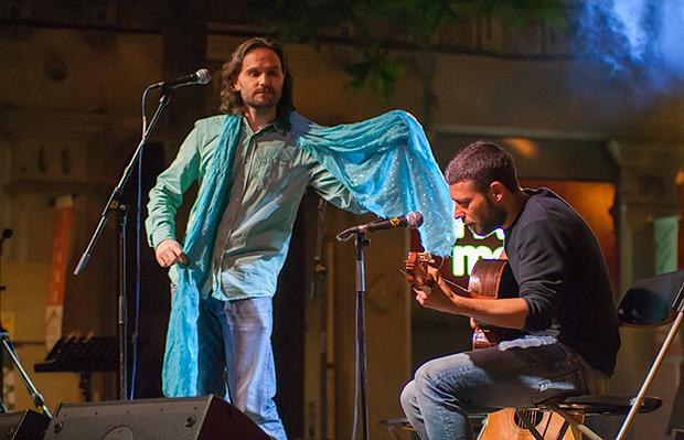 Los valencianos de VerdCel interpretaron íntegramente piezas de Ovidi, extraídas de su espectáculo «Del cor a les mans». © Xavier Pintanel