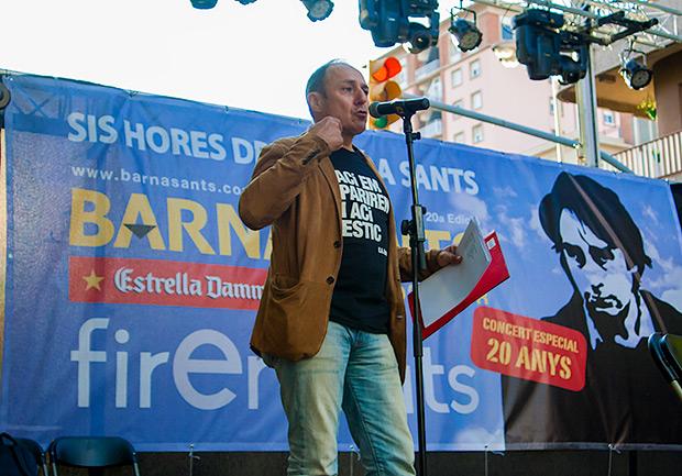 Pere Camps, fundador y director del festival BarnaSants, obró como «maestro de ceremonias» recitando antes de cada intervención una fragmento de una canción de Ovidi Montllor. © Xavier Pintanel