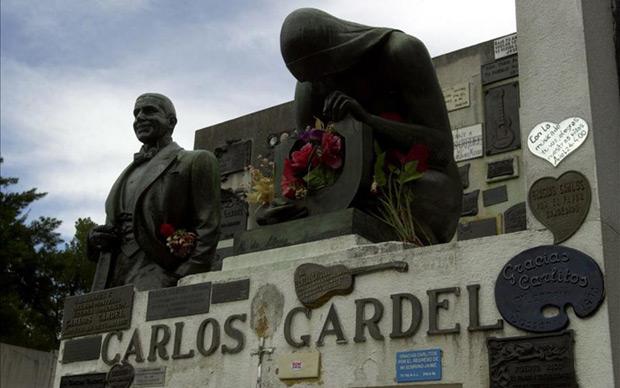 Tumba de Carlos Gardel en el Cementerio de la Chacarita, en la Ciudad de Buenos Aires. © EFE