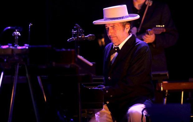 Bob Dylan durante el concierto ofrecido en 2012 en el escenario Maravilllas, dentro de la programación del Festival Internacional de Benicássim, en Castellón. © EFE