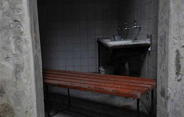 El vestuario donde Víctor Jara fue torturado y asesinado se mantiene en su estado original en el estadio que ahora lleva su nombre. © Brittany Peterson   AP Foto