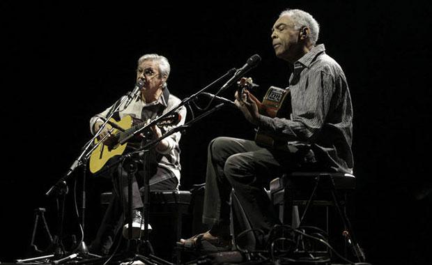 Caetano Veloso y Gilberto Gil ayer en el Estadio Menorah Arena de Tel Aviv (Israel).