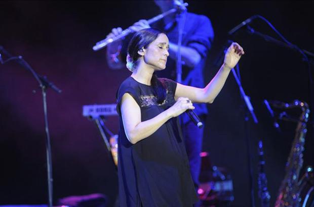 Julieta Venegas, durante su actuación esta noche en el «Starlite Marbella 2015», que se celebra hasta el 22 de Agosto en la localidad malacitana. © EFE