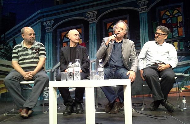 Presentación a prensa de la exposición «Serrat, 50 anys de cançons». De izquierda a derecha: Fermí Puig, Lluís Marrasé, Joan Manuel Serrat y Miquel Jurado. © Xavier Pintanel