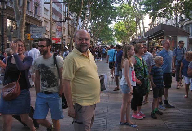 Fermí Puig en las Ramblas de Barcelona. © Manel Gausachs