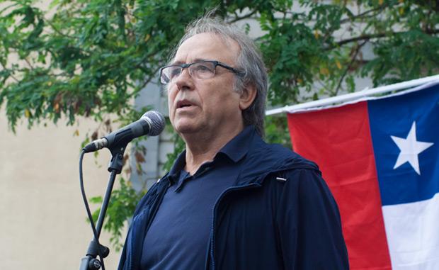 Joan Manuel Serrat en el acto de homenaje al presidente Allende. © Xavier Pintanel