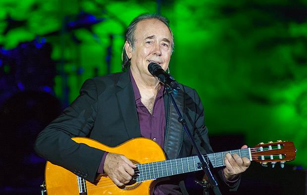 Serrat en uno de los conciertos de su gira «Antología desordenada». © Xavier Pintanel