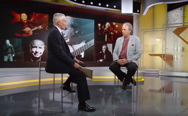 Jorge Ramos y Joan Manuel Serrat en un momento de la entrevista. © Univisión