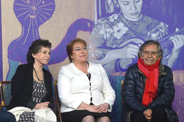 Isabel Parra, Michelle Bachelet y Ángel Parra en la inauguración del Museo y Centro Cultural Violeta Parra. © Ximena Navarro | Gobierno de Chile