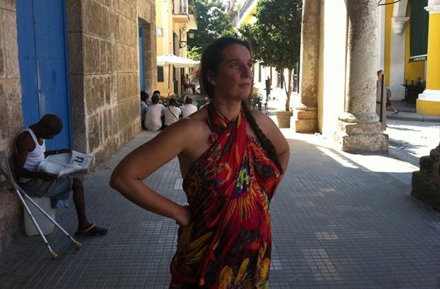 Dulce Pontes por las calles de La Habana Vieja. © Facebook Dulce Pontes