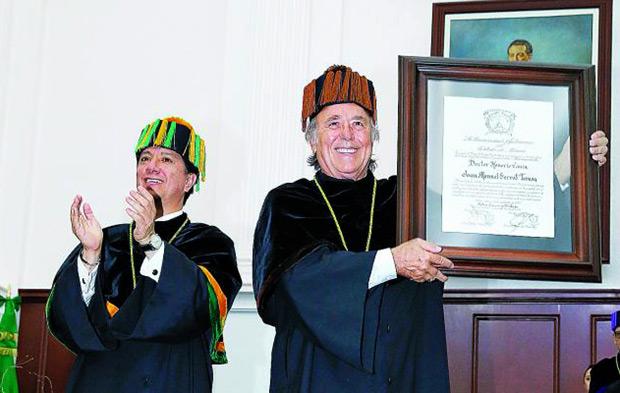 Joan Manuel Serrat es investido doctor Honoris Causa por la UAEM.