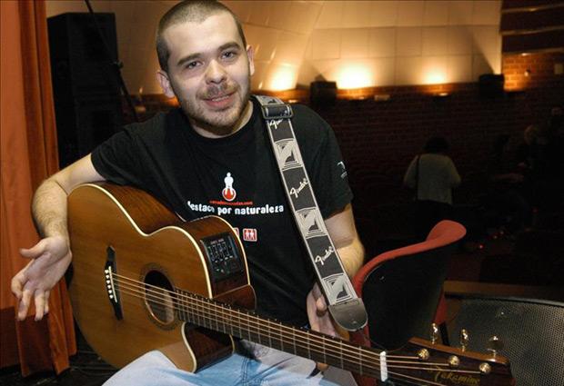 El compositor, guitarrista y cantante español Alberto Alcalá es uno de los participantes del proyecto. © EFE