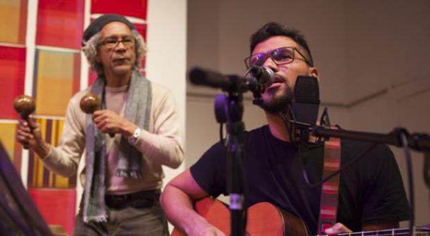 José Alejandro Delgado con Carlos «Nené» Quintero en el Bolívar Hall de Londres. © Embajada de Venezuela en el Reino Unido
