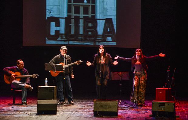 Paula Ferré, invitada en el concierto. © Kaloian Santos Cabrera