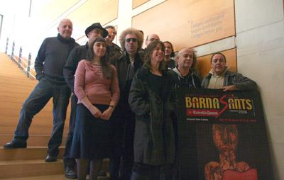 Pere Camps (a la derecha) con algunos de los trovadores del programa de este año en la presentación en L'Auditori. © Xavier Pintanel