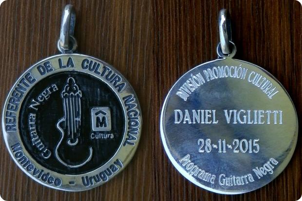 Daniel Viglietti recibe la distinción «Guitarra Negra».