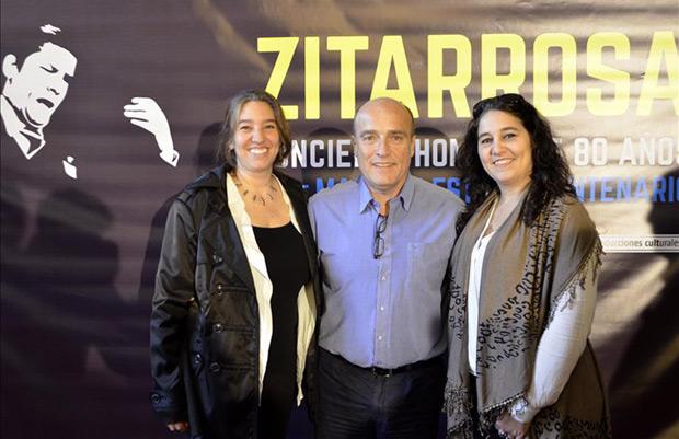De izquierda a derecha: Serena Zitarrosa, hija de Alfredo Zitarrosa; el intendente de Montevideo, Daniel Martínez, y Moriana Zitarrosa, hija de Alfredo Zitarrosa; en la presentación del concierto en Montevideo.