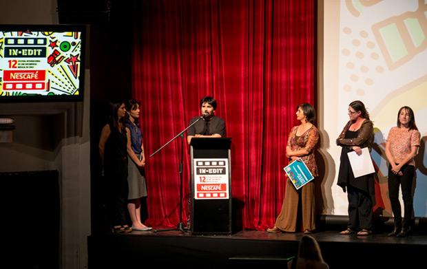 Jorge Leiva recibió el reconocimiento en la ceremonia de clausura del Festival In-Edit Nescafé 2015. © Javier Valenzuela