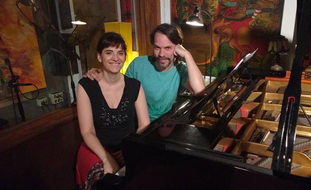 Georgina Hassan en la sesión de grabación de la versión de «Para salvar un beso» para el nuevo proyecto de Liuba Maria Hevia. © Facebook Georgina Hassan
