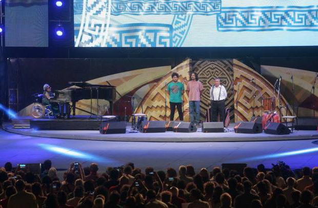 Elvira Ceballos (piano), Raly Barrionuevo, Jose Luis Aguirre y Jaime Torres interpretaron el Himno Nacional en la apertura de Cosquín 2016. © Paul Amiune