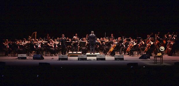 Cheo Hurtado con la Orquesta Filarmónica de Venezuela. © Ricardo Herdenez | AVN