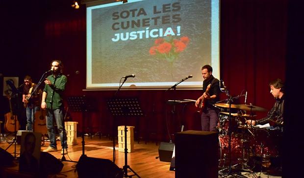 La banda. De izquierda a derecha:Toni Medialdea a la guitarra eléctrica, Alfons Olmo, Ramon Vagué al bajo y Raül Lorenzo a la batería. © Núria Trulla Macia