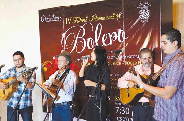 Los Clarineros y Rebeca Molina.
