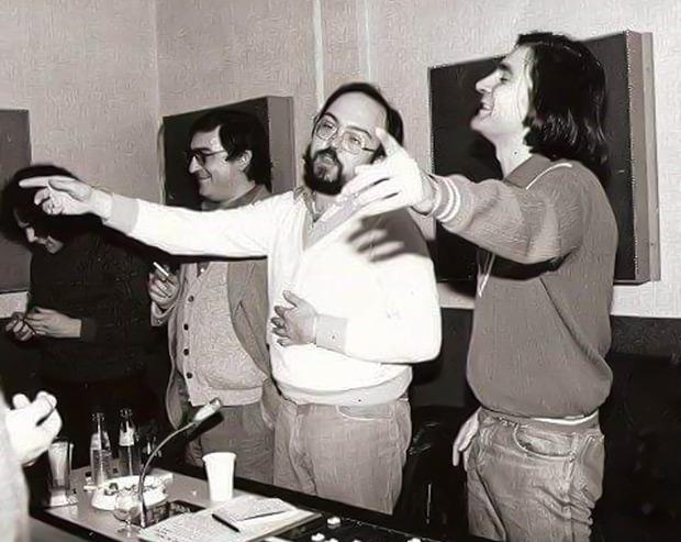 Rafael Moll con Gato Pérez grabando su primera obra conjunta, «Romesco», en los estudios EMI, junto a Marcelo Covián y al percusionista Quino Béjar. © Francesc Fàbregas