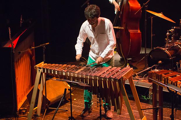 El colombiano Nicolás Cristancho «Yurgaki» con la marimba de chonta. © Xavier Pintanel