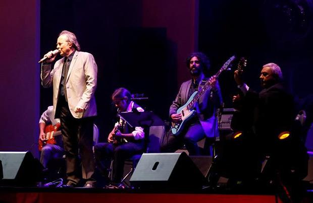 Joan Manuel Serrat en el homenaje a Don Alfredo Zitarrosa. © EFE