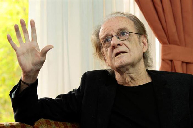 El poeta, cantante, director de cine y pintor español Luis Eduardo Aute opinó hoy en Quito que a los «grandes poderes» del sistema de «neofeudalismo», en que cree está envuelto el mundo, les interesa borrar la historia y la cultura. © EFE