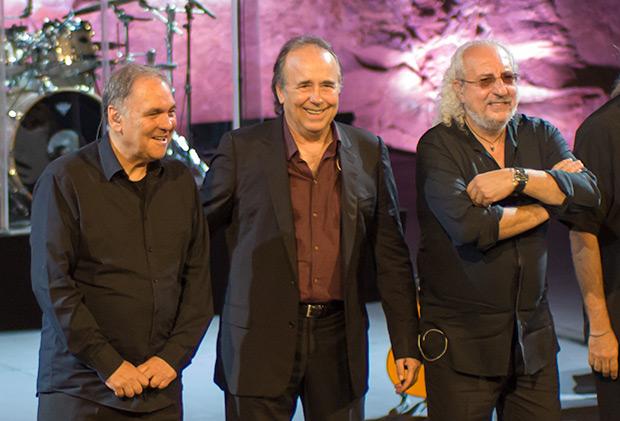 Ricard Miralles, Joan Manuel Serrat y Josep Mas «Kitflus». © Xavier Pintanel