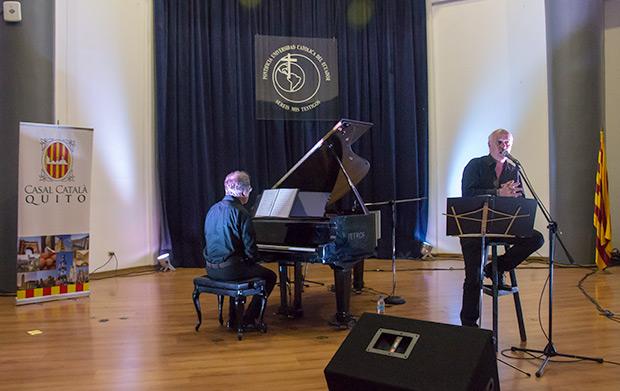 Joan Isaac acompañado por el pianista Antoni-Olaf Sabater. © Pol Pintanel