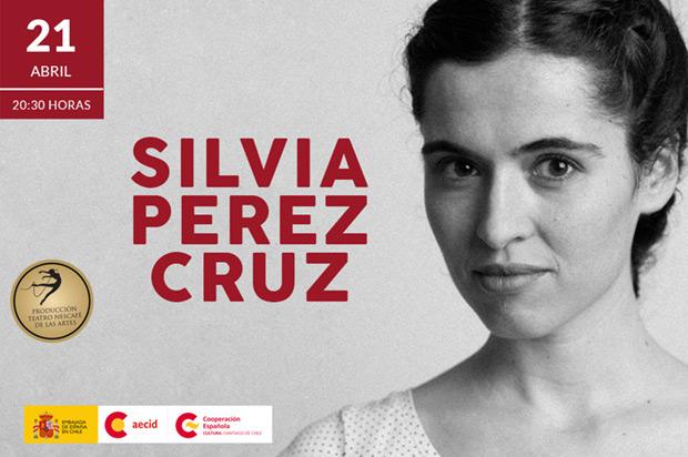 Sílvia Pérez Cruz en el Teatro Nescafé de las Artes de Santiago de Chile.