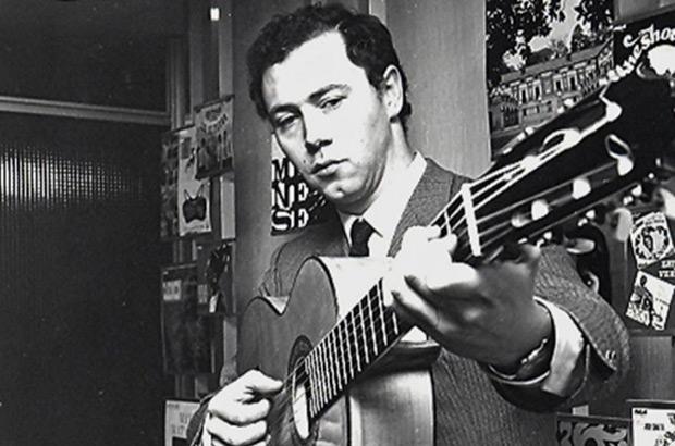 Fotografía del 6 de marzo de 1969 del compositor y guitarrista, José Luis Armenteros, solista del grupo Los Relámpagos. © EFE