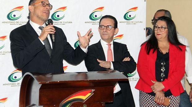 El ya exministro José Antonio Rodríguez se dirige a sus antiguos empleados. © Prensa Ministerio de Cultura República Dominicana