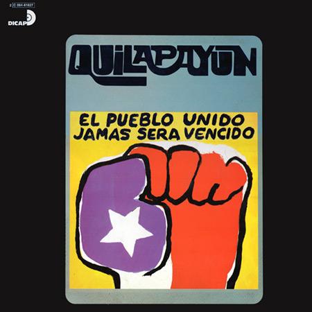El puño del disco El pueblo unido jamás será vencido de Quilapayún es una de las imágenes icónicas más conocidas de la Nueva Canción Chilena creada por José Balmes.