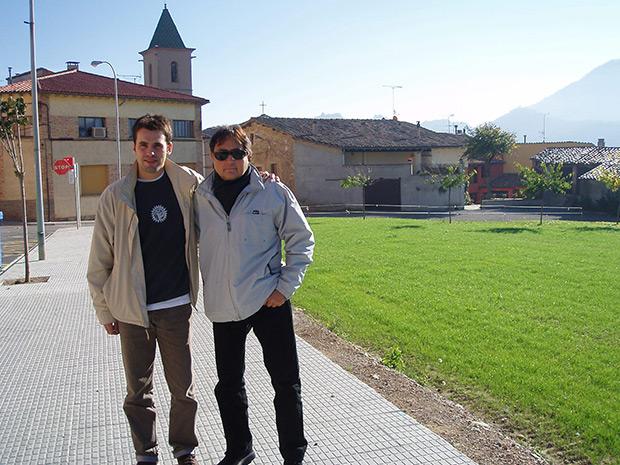Ia Clua y Jorcx, maestro y alumno en un descanso durante la grabación de «El món on visc». © Jordi Clua
