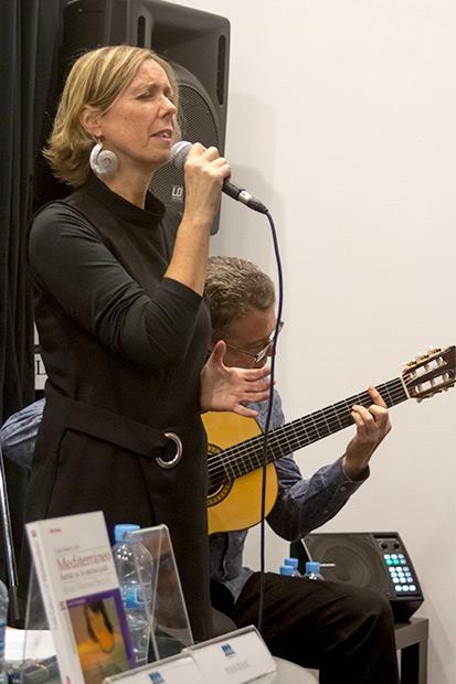 El dúo Marta y Micó interpretaron «Vagabundear». © Xavier Pintanel