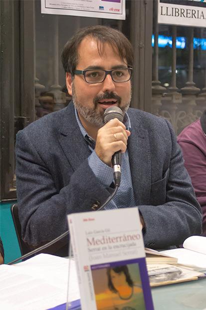 El escritor y poeta gaditano Luis García Gil, autor de «Mediterráneo: Serrat en la encrucijada». © Xavier Pintanel