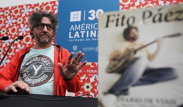 El cantautor argentino Fito Páez, presenta su libro «Diario de Viaje» en la capital del occidental estado mexicano de Jalisco, en el marco de la Feria Internacional del Libro (FIL), que inicia este sábado formalmente su trigésima edición. © EFE