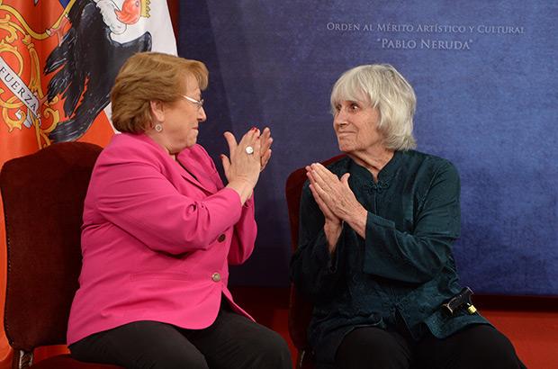 Michelle Bachelet y Joan Turner. © Prensa Presidencia Gobierno de Chile