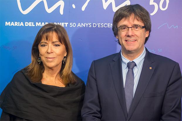 Maria del Mar Bonet con el Presidente del Gobierno catalán Carles Puigdemont. © Xavier Pintanel
