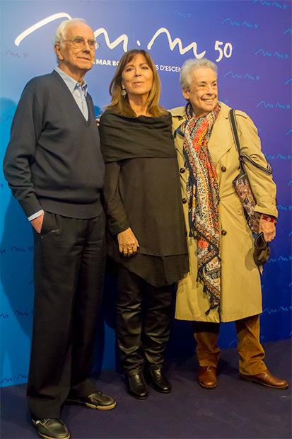 Maria del Mar Bonet con Josep Maria Espinàs, escritor, periodista y primer miembro de «Els Setze Jutges» y la legendaria fotógrafa Colita. © Xavier Pintanel