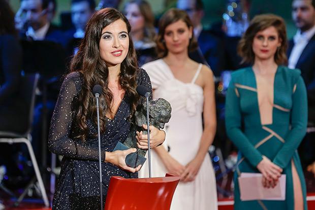 Silvia Pérez Cruz recibe el Premio Goya 2017 a la Mejor Canción Original. © Miguel Córdoba   Academia de Cine